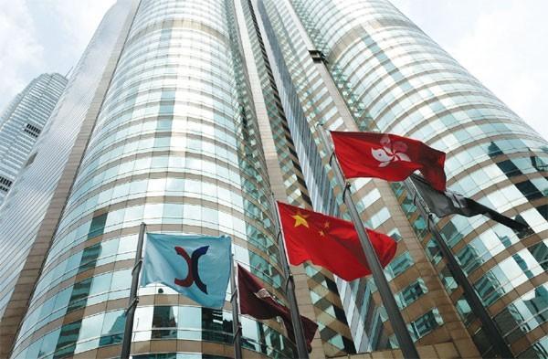 la bolsa de hong kong puede tomar el primer lugar en el mundo por el volumen de la salida a bolsa este año